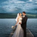 Couple devant l'eau à Mont-Tremblant