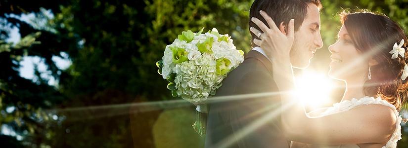 Montreal wedding photography - Couple kissing