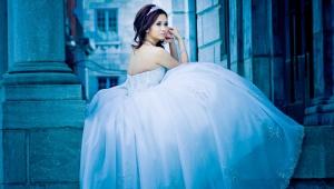 Bride in Cinderella dress Old Montreal
