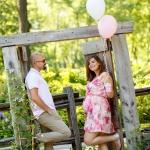 Couple en séance maternité